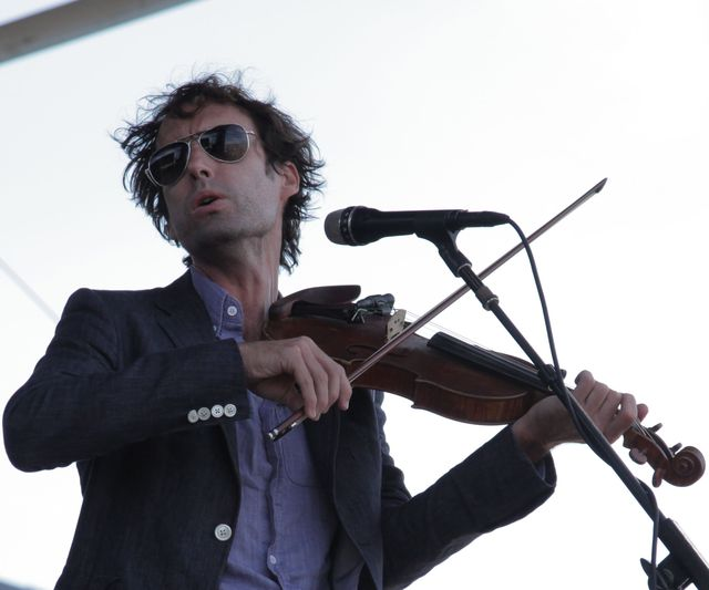 chillin the folk out cos at newport folk fest 10 andrew bird Andrew Bird: Fever Year documentary to premiere at New York Film Festival