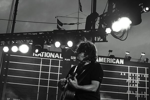 pearljambachrodt10 Live Review: Pearl Jam at Chicagos Wrigley Field (7/19)