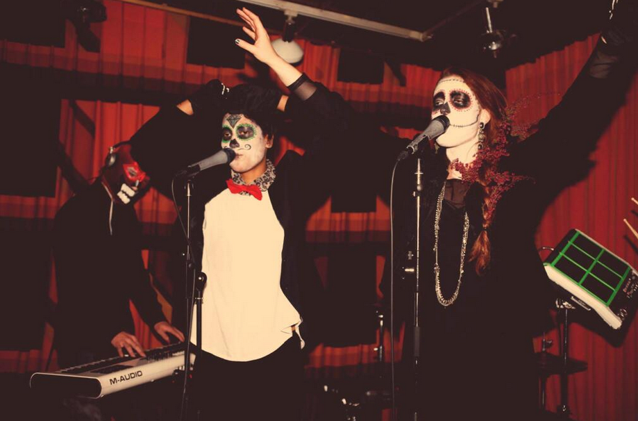 iconapaphallskeleton What Your Favorite Musicians Wore For Halloween