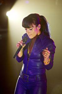 lily allen robert altman 03 Lily Allen Performs in NYC