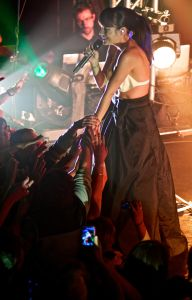 lily allen robert altman 08 Lily Allen Performs in NYC