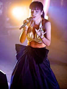 lily allen robert altman 12 Lily Allen Performs in NYC