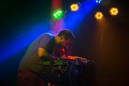 Dan Deacon // Photo by Philip Cosores
