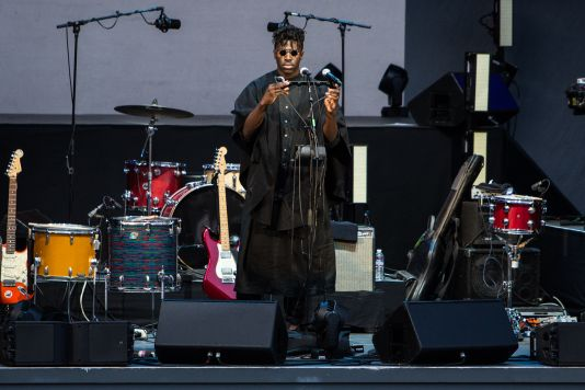 Moses Sumney // Photo by Philip Cosores