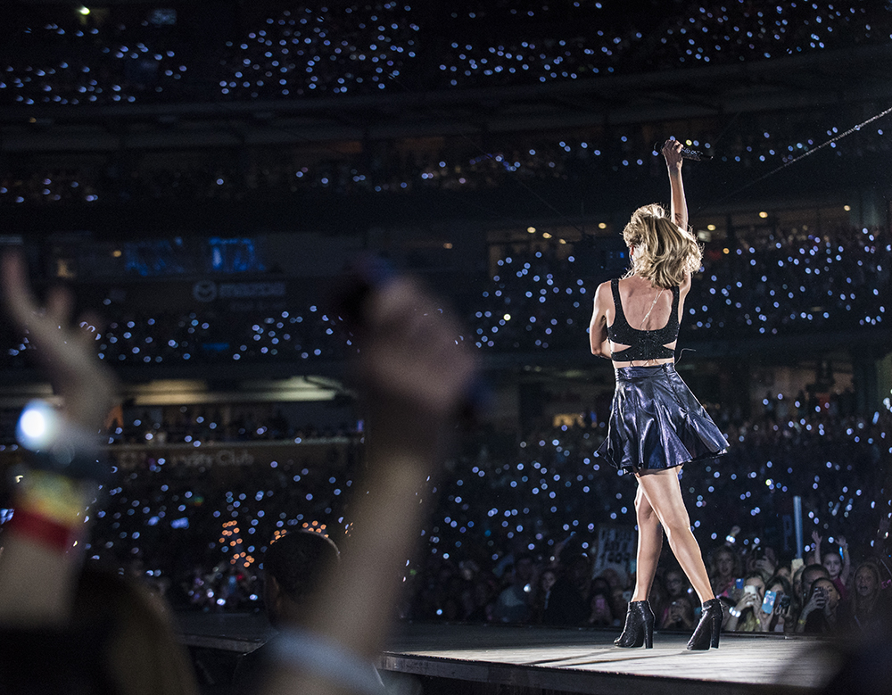 16 dh taylorswift minutemaidpark 090915 0211 Look What We Made Taylor Swift Do