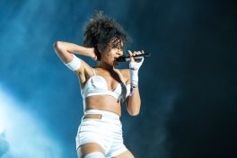 Alunageorge // Photo by Philip Cosores