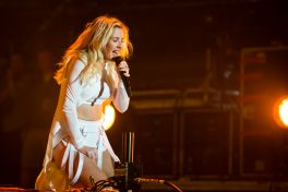 Ellie Goulding // Photo by Philip Cosores