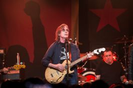 Jackson Browne // Photo by Philip Cosores
