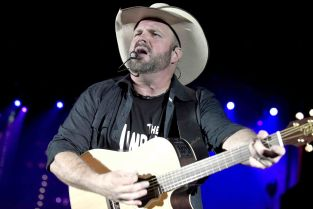 Garth Brooks // Photo by Tim Mosenfelder