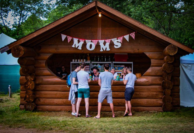 moms kiosk lior phillips Size Doesn't Matter: Why Festivalgoers Should Think Smaller
