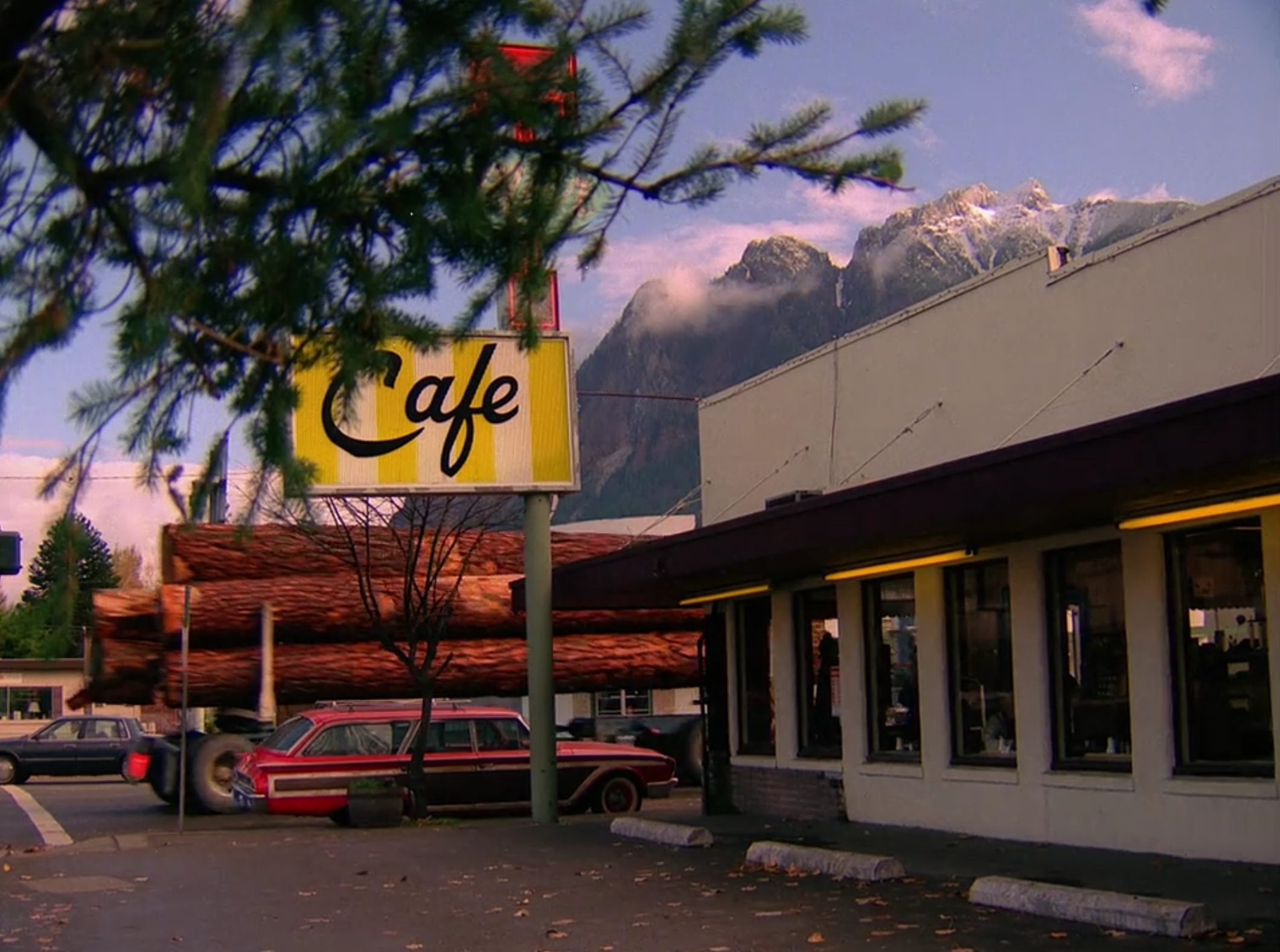 screen shot 2017 06 09 at 11 36 18 am Where Pies Go to Die: Twin Peaks, Twedes Cafe, and the Mystique of the American Diner