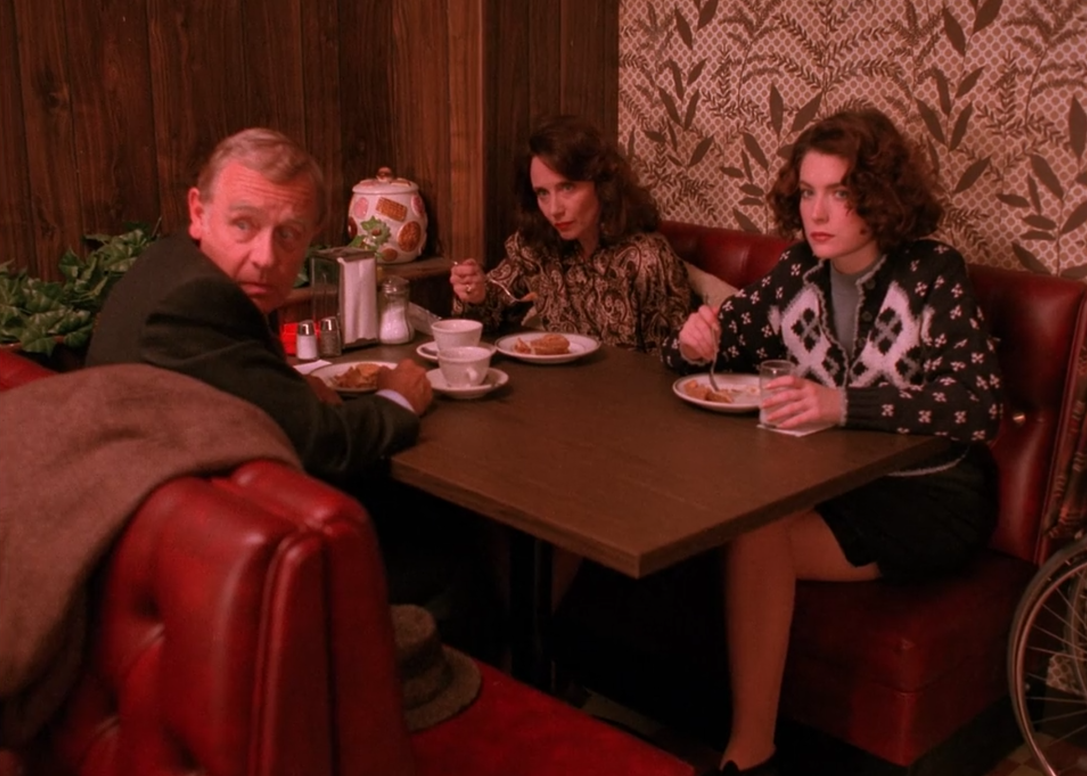 screen shot 2017 06 09 at 11 37 07 am Where Pies Go to Die: Twin Peaks, Twedes Cafe, and the Mystique of the American Diner