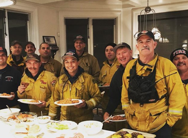 screen shot 2017 12 18 at 1 26 21 pm Rob Lowe suits up to battle Thomas Fire in Santa Barbara, feeds firefighter crew