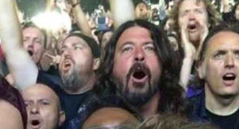 Dave Grohl watching Metalica from the audience, photo via Seth Daniel Lawson Goldman