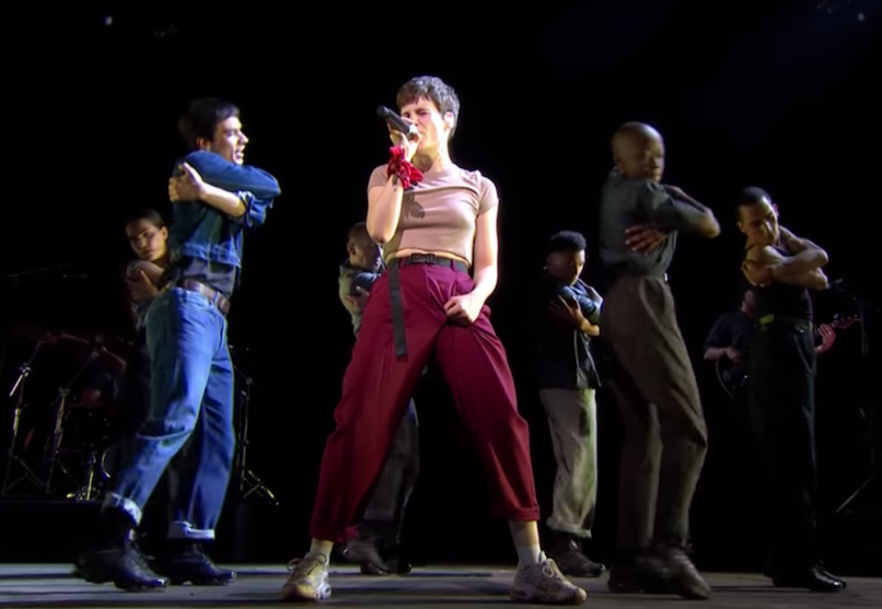 "Christine and the Queens live debut ""Girlfriend"", first show in a year"