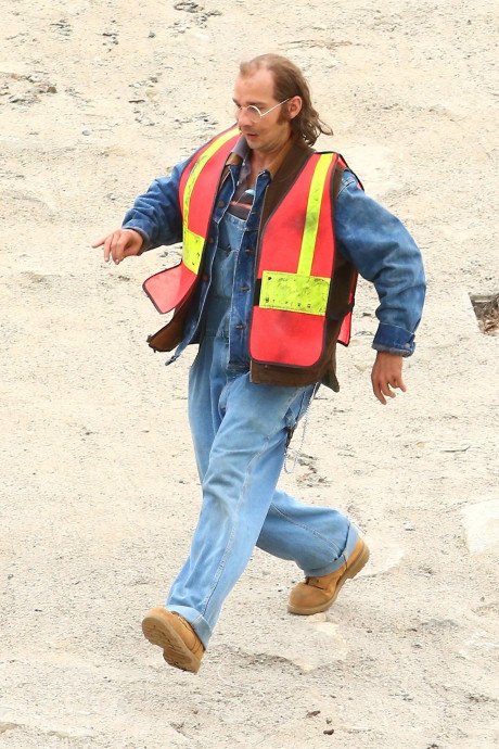 shia labeouf honey boy dad running sand Heres Shia LaBeouf playing his own father in new biopic Honey Boy