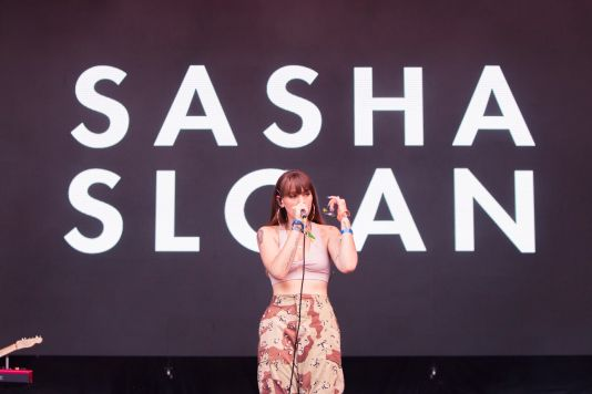 Sasha Sloan, Lollapalooza 2018, photo by Caroline Daniel