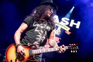 slash 7 Slash featuring Myles Kennedy and The Conspirators