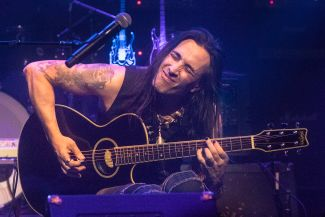 Nuno Bettencourt, photo by Antonio Marino Jr.
