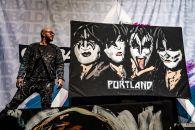 Artist David Garibaldi performs at Kiss show