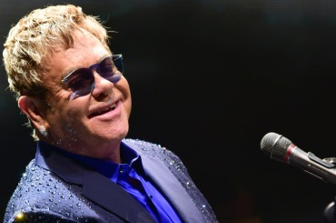"""Elton John says he's """"ashamed"""" of Brexit: """"I am a European. I am not a stupid, colonial, imperialist, English idiot"""""""