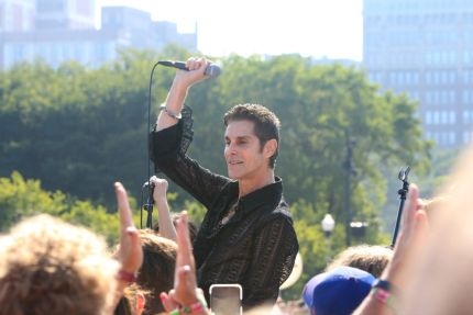 Perry Farrell at Lollapalooza 2019, photo by Heather Kaplan