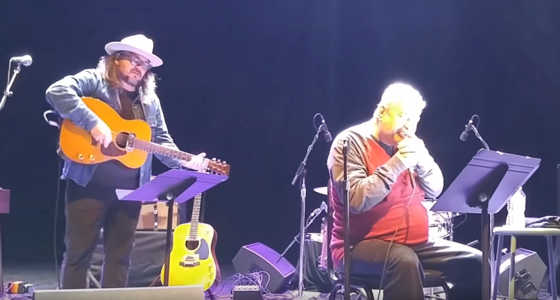 Wilco's Jeff Tweedy performing with Daniel Johnston in 2017