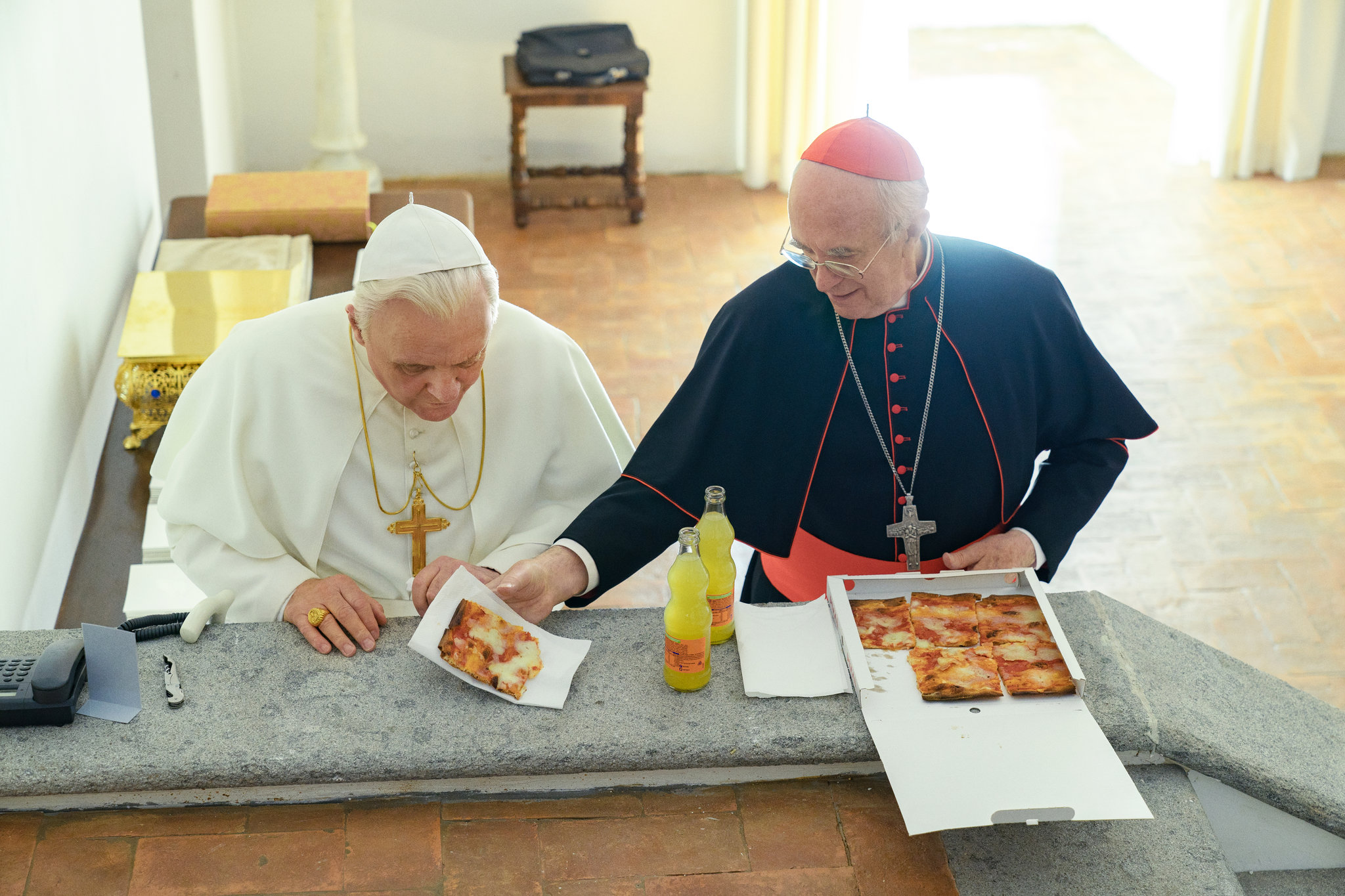 Netflix, The Two Popes, Jonathan Pryce, Anthony Hopkins, Pizza