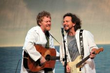 Eddie Vedder 2011 heather kaplan live concert review