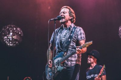 Pearl Jam Wrigley Field 2018 lior phillips live review concert photo gallery